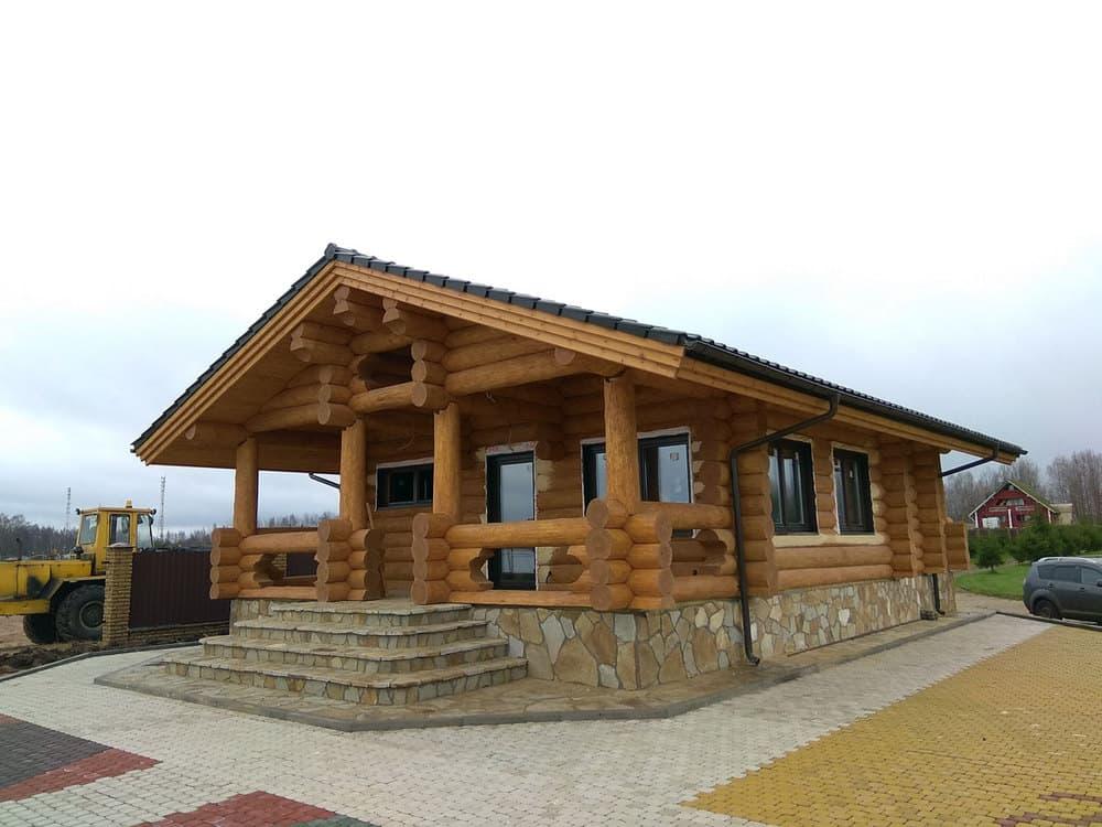 Оригинальный фундамент для дома или бани из бревна